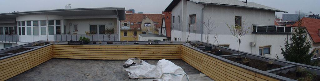 Сад на террасе во время выполнения ландшафтного дизайна